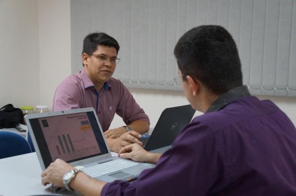 Os colaboradores Lúcio Telles e Emerson Silva aprovam a implantação da Gestão da Qualidade na empresa